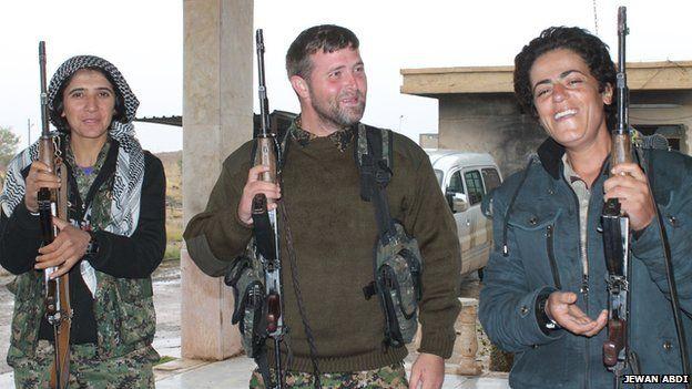 Jeremy Woodward (c) with Syrian Kurdish fighters