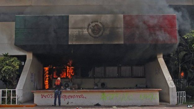 View of the municipal palace of Iguala after unknown men set it on fire on 22 October, 2014.