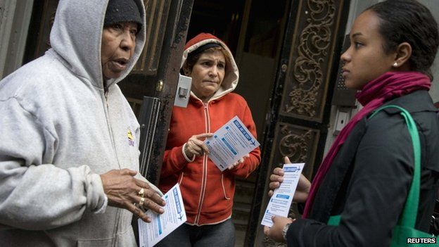 A member of the New York City Department of Health (right) speaks to New Yorkers. Photo: 24 October 2014