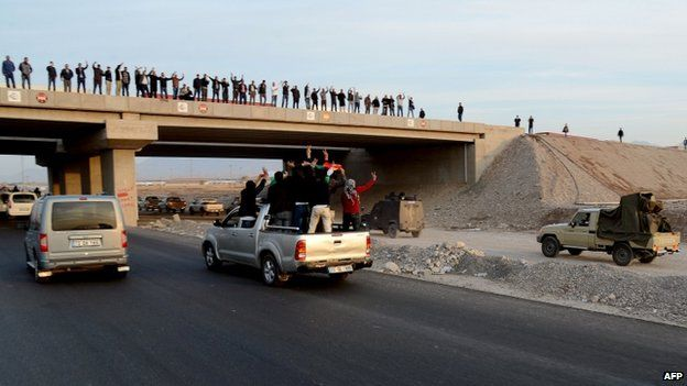 Kurds welcome Peshmerga fighters at Habur crossing - 29 October