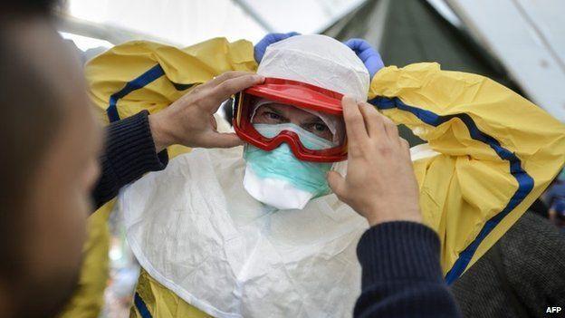 MSF volunteer being trained