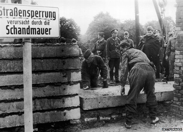 Soldiers started to build the Berlin Wall in August 1961