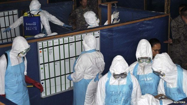 US soldiers train foreign and local health workers in the management of Ebola at a treatment unit at Liberia's police academy in the capital Monrovia (7 November 2014)