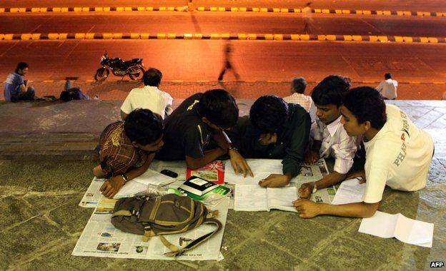 Refusing to cheat, many students work late into the night to pass university entrance exams