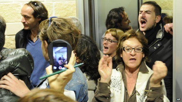 L'Aquila residents, Nov 2014, court hearing
