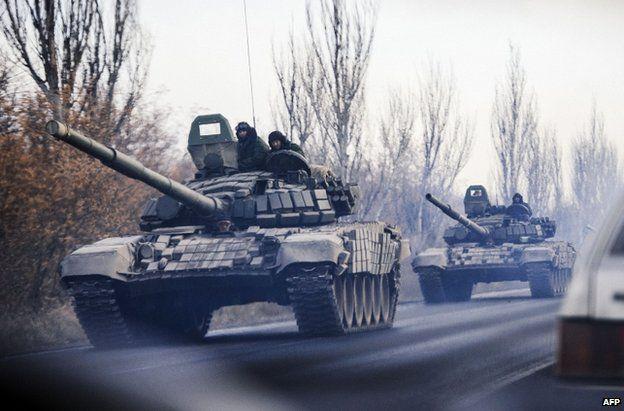 Unidentified tanks in rebel-held territory near Shakhtarsk in Donetsk region, 10 November