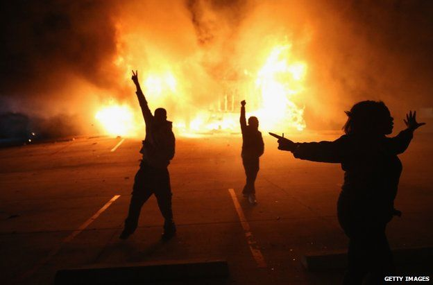 ferguson riots ruling sparks night of violence bbc news