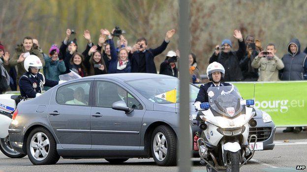 Pope Francis in a Peugeot 407 in Strasbourg (25 Nov)