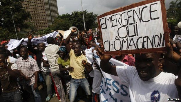 Workers affected in the government's closure of plastic bag production protest in Abidjan, November 25, 2014