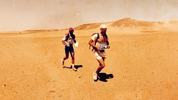 Mauro Prosperi and a fellow runner in the 1994 Marathon des Sables