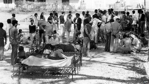 Victims of the Bhopal tragedy wait to be treated on December 04, 1984 at Bhopal's hospital.