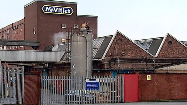 United Biscuits is to cut 166 jobs at its Glasgow McVitie's factory