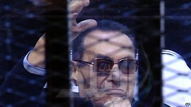 Hosni Mubarak sits in the defendant cage during his trial (29 November 2014)
