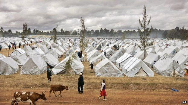 A sea of tents made out of plastic sheeting fills a camp for the displaced in the showground in Eldoret, Kenya (19 January 2008)