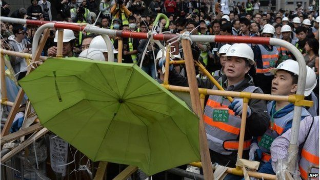 Workers remove barricades in Admiralty, Hong Kong (11 Dec 2014)