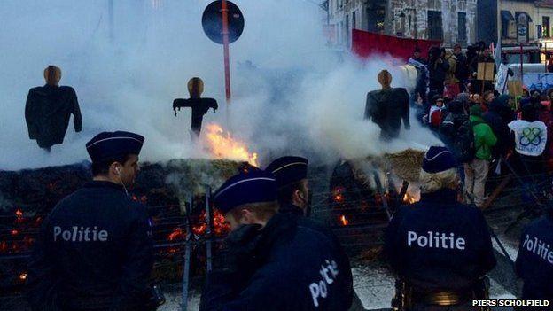 Effigies burned in Brussels