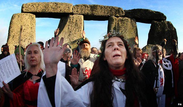 Druids mark winter solstice at Stonehenge