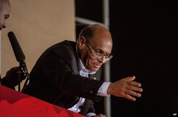 Moncef Marzouki greets supporters in Tunis, 21 December