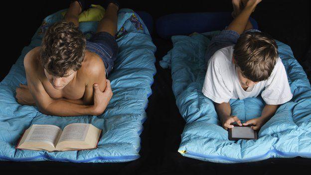 E-books 'damage sleep and health,' doctors warn - BBC News