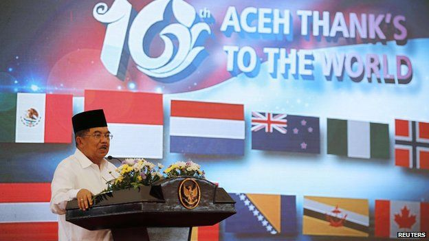 Indonesia's Vice President Jusuf Kalla delivers a speech during a ceremony to commemorate 10th anniversary of the 2004 tsunami in Banda Aceh December 26, 2014