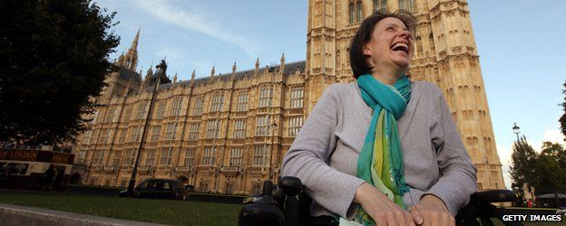 Debbie Purdy outside Parliament in 2009