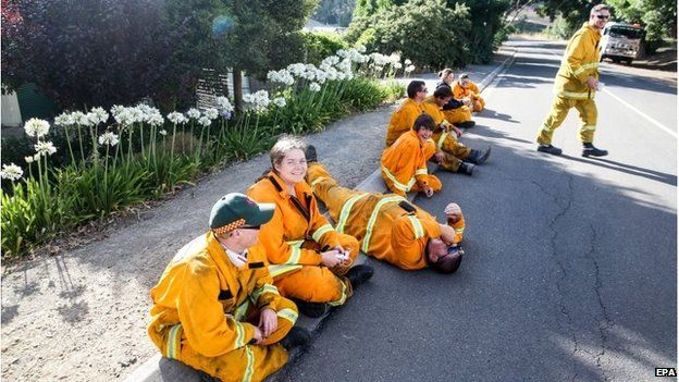 Volunteer Country Fire Authority fire fighters relax after fighting bush fires across the Adelaide Hills, in Gumeracha, Australia (4 Jan 2015)