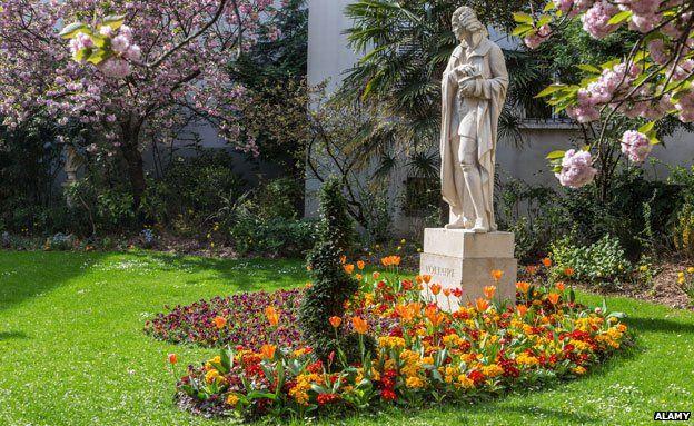 Statue of Voltaire, Paris