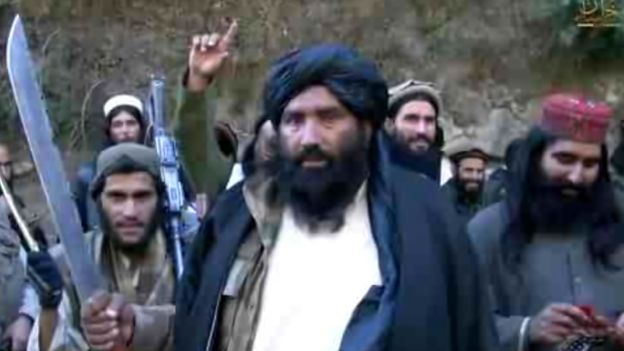 Video has emerged showing several Afghan commanders said to be backing Islamic State