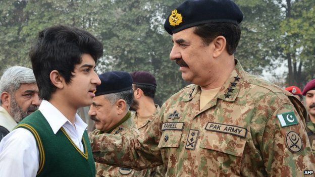 Pakistani Army chief Raheel Sharif (R) speaking with a student at the Army Public School on 12 January 2015