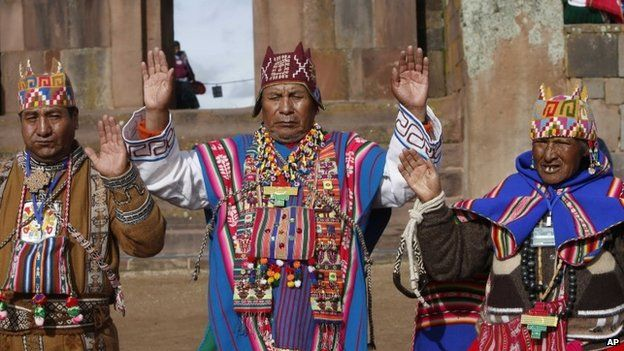 """Aymaran spiritual guides begin the ceremonial swearing-in for Bolivia""""s President Evo Morales, at the archaeological site Tiwanaku, Bolivia, Wednesday, Jan. 21, 2015"""