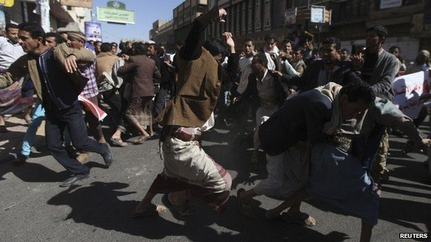 Supporters and opponents of the Houthis clash in Sanaa 24/01/2015
