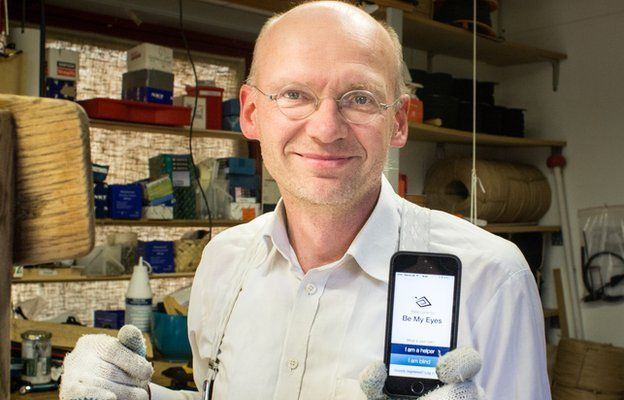 Hans Jorgan Wiberg with the Be My Eyes app launched on his phone