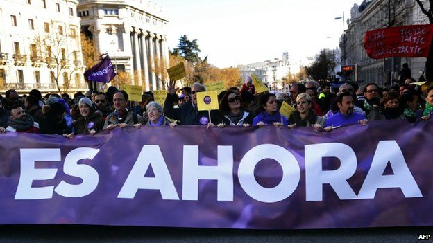 """Banner at Podemos rally reads """"is now"""" - 31 January"""