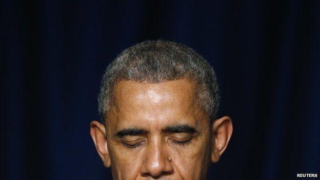 US President Barack Obama bows his head in prayer during the National Prayer Breakfast in Washington, 5 February 2015