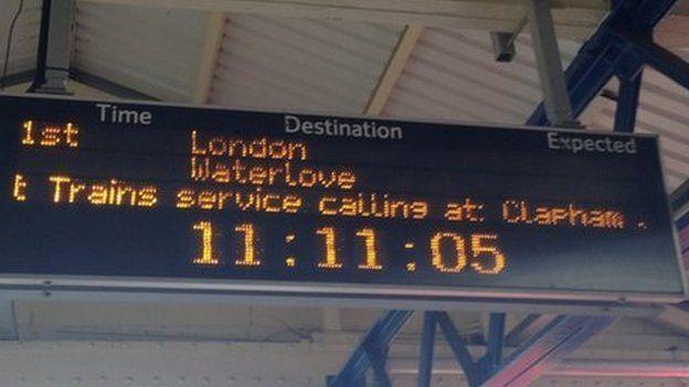 London Waterlove sign