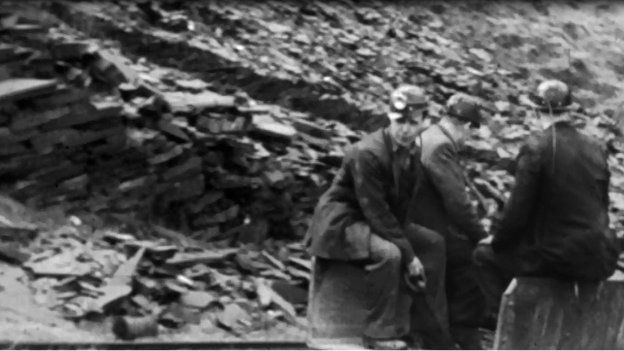 Chwarelwyr Blaenau Ffestiniog ar fin dechrau shifft dan ddaear yn 1959