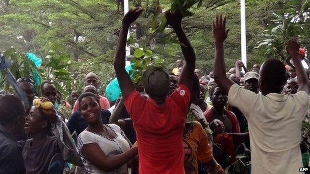 Burundians celebrate outside African Public Radio in Bujumbura 18/02/2015