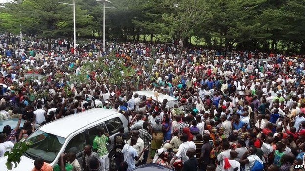 Celebrations in Bujumbura, Burundi, after journalist freed (18 February 2015)