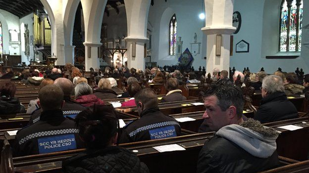 Gwasanaeth yn Eglwys Sant Pedr, Caerfyrddin