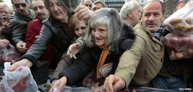 Greeks queue for free onions, 25 January 2012