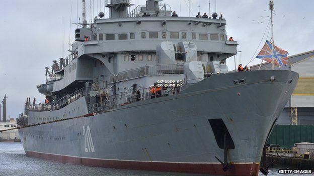 Russian training ship Smolny leaves Saint-Nazaire harbour, on 18 December 2014