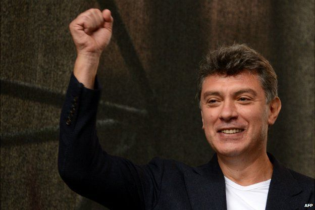 Boris Nemtsov gestures to the crowd during an anti-Putin protest in Moscow - 15 September 2012