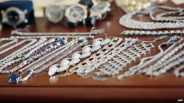 Recovered jewellery, 2009