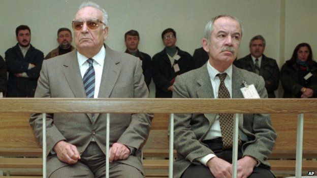 Yasar Kemal (left) and his publisher Erdal Oz at a State Security Court in Istanbul (March 1996)
