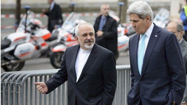 Mohammad Javad Zarif (left) and John Kerry in Geneva (14/01/15)