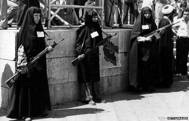Women revolutionaries with guns