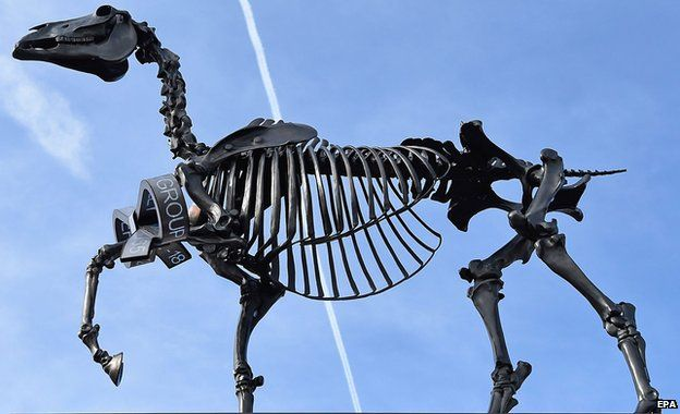 Gift Horse sculpture trots onto Fourth Plinth - BBC News