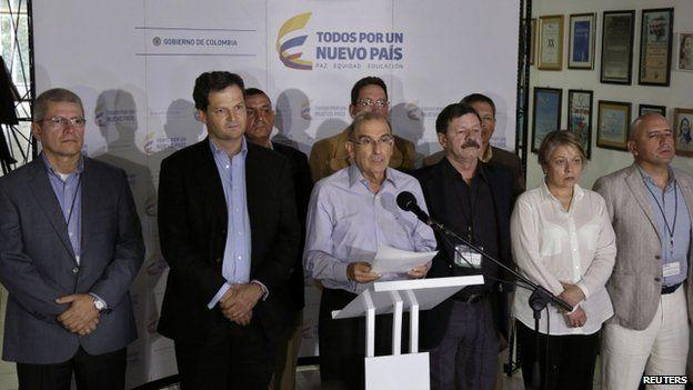 Humberto de la Calle and Colombian peace negotiators in Havana