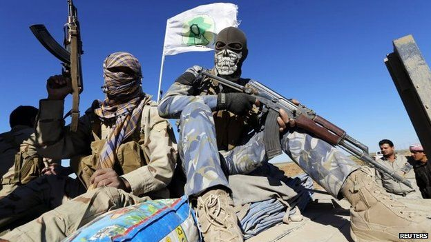 Shia militiamen battling Islamic State militants in Tikrit (6 March 2015)