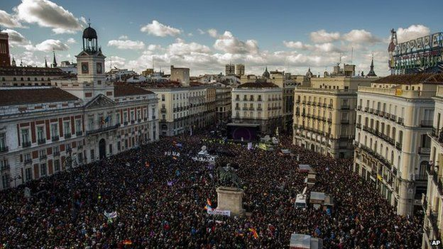 People arrive to the main square of Madrid during a Podemos (We Can) party march in Madrid, Spain, Saturday, 31 January, 2015